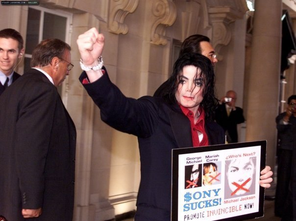 https://escobar300.files.wordpress.com/2014/02/michael-jackson-sony-1.jpg